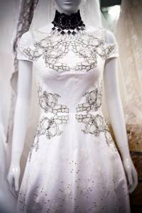 Áo cưới chữ A Mã 004- Hạt đá kết tinh tế nơi tùng váy
