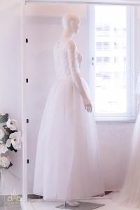 Áo cưới chữ A tùng voan, thân áo ren thêu tinh xảo