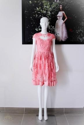 Đầm dạ tiệc ren màu hồng cam, ngắn trên gối