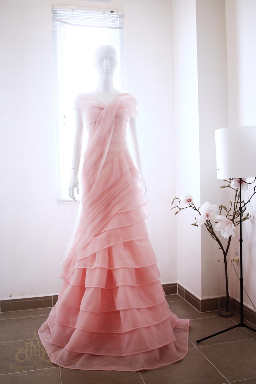 Áo cưới lộng lẫy màu hồng dâu