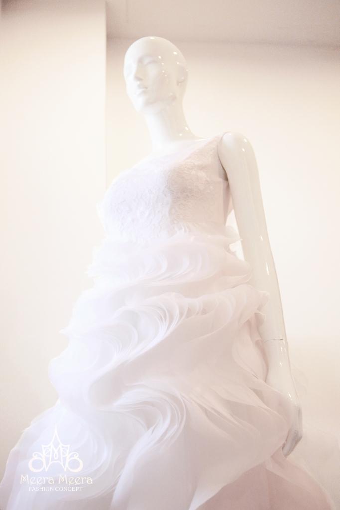 Áo cưới hoa hồng mã KH1120