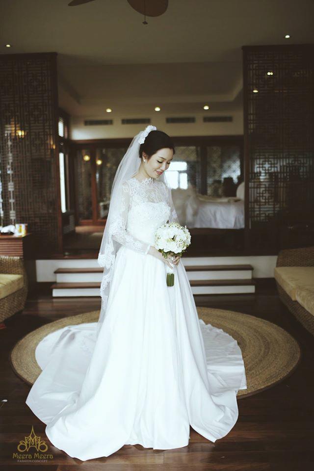 Áo cưới chữ a tay dài cổ điển