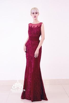 Đầm đi tiệc cho mẹ cô dâu, màu đỏ rượu sang trọng. Toàn bộ áo được đính ren và hạt thủ công. Form đuôi cá xoè nhẹ dễ mặc và giúp dáng người thêm gọn gàng thanh lịch