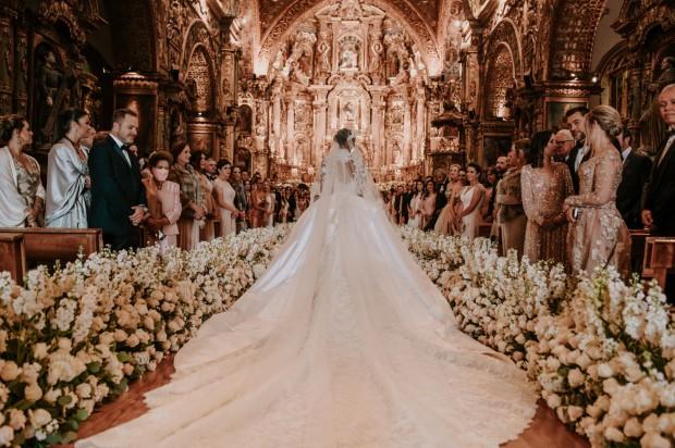 váy cưới đắt đỏ nổi tiếng